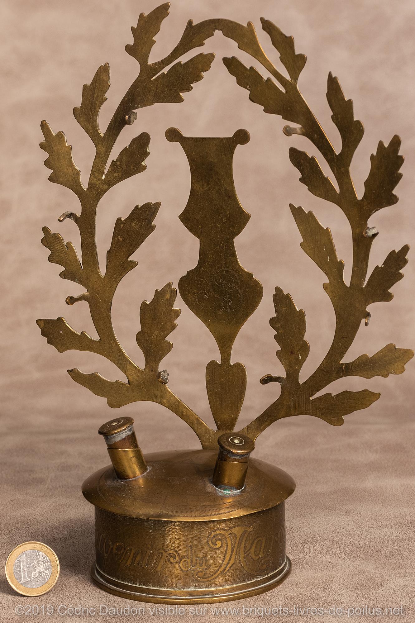 Culot de douille de 75 millésime 1908. Gravure « Souvenir du Maroc Khénifra 1915 1916 » avec croissant et étoile des troupes coloniales.