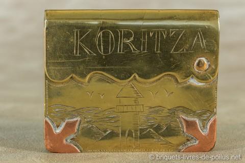 Koritza.Histoire oubliée de la guerre en Albanie. La présence française dans ce pays de 1916 à 1920 a laissé peu de traces. Pourtant la France y créa dans le district actuel de Korça, d'abord une région autonome sous contrôle militaire puis une République