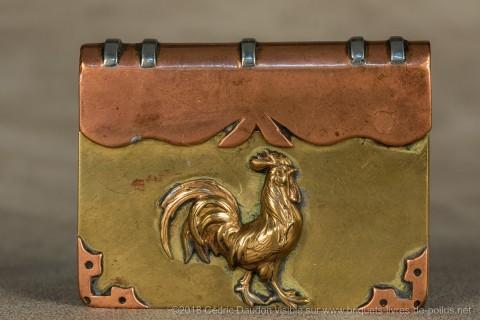 Au titre des symboles patriotiques figure en bonne place le coq Gaulois dont les représentations sont très diverses.