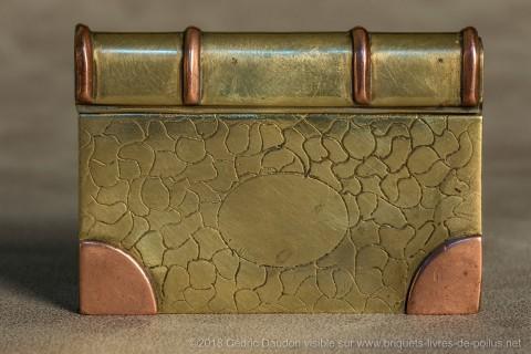 Briquets à glissières : rares car fragiles, la glissière se retire totalement.