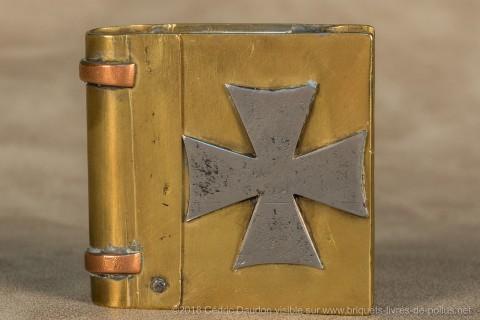 La croix de guerre allemande est très étrange sur un briquet fabriqué du côté des alliés !