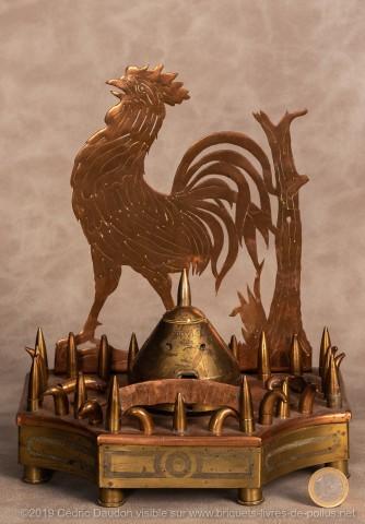 Véritable chef d'œuvre de découpage représentant un coq, avec frise de balles de Lebel , boutons allemands et ceinture gravée. « male ».