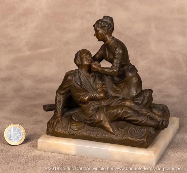 Dévouement et sacrifice. Signature de R. Lagneau. Partie d'encrier détachée de sa console et refixée sur marbre. Evocation de la guerre de 1870.