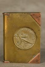 Une médaille vouée au 75 est très connue, diffusée à grande échelle à l'arrière, « sponsorisée » par l'Automobile club de France.