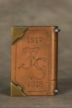 L'escadrille SPA 94 avait pour emblème La Mort qui fauche en courant officiellement adopté en 1918 ; évocation tragique du destin des aviateurs militaires. Qui était FG dans cette escadrille ?
