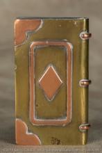 Le cœur le carreau et le trèfle des jeux de cartes (jamais le pique, sauf chez les Tommies)